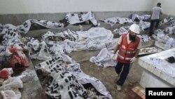 Thi thể các nạn nhân vụ hỏa hoạn tại xưởng may ở Karachi, ngày 12/9/2012