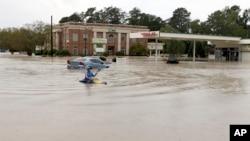 2015年10月4日南卡罗来纳州被水淹没的街道