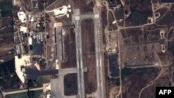 تصاویر ماهواره ای از استقرار هواپیماها و هلیکوپترهای نظامی روسیه در یک پایگاه هوایی در لاذقیه