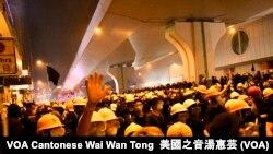 香港警方7月21日在上環清場行動中再次使用催淚彈、橡膠子彈等武力 (攝影: 美國之音湯惠芸)