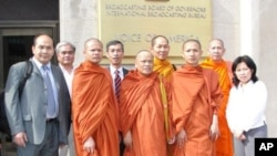 Thach Ngoc Thach, left and newly re-ordained monk Tim Sakhorn, middle, drops by VOA Khmer while on a visit in the US, file photo.