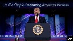 도널드 트럼프 미국 대통령이 24일 보수정치행동회의(CPAC) 연례 회의에서 연설하고 있다.