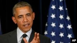 « Je ne présente absolument aucune excuse pour m'être assuré qu'on rende un jeune homme à ses parents » a déclaré Barack Obama à Bruxelles
