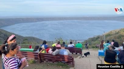 El mirador de Catarina es uno de los lugares más atractivos para los turistas en Nicaragua. Foto Houston Castillo, VOA.