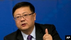 中國環保部長陳吉寧在北京的一次記者會上回答問題。(2015年3月7日資料照)