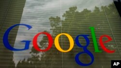 Logo Google di kantor pusat perusahaan di Mountain View, California.