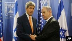 عکس آرشیوی از دیدار بنیامین نتانیاهو نخست وزیر اسرائیل (راست) و جان کری وزیر خارجه ایالات متحده - ۱ مرداد ۱۳۹۳
