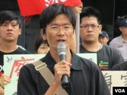 台湾守护民主平台会长徐伟群 (美国之音张永泰拍摄)