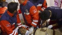 یک نوجوان از زیر آوار در ترکیه بیرون کشیده شد