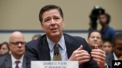 Le directeur du FBI James Comey témoigne devant le Comité de surveillance de la Chambre au Capitole, à Washington, 7 juillet 2016.
