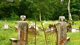 A dilapidated gate at the historic Bukit Brown Cemetery, home to 100,000 traditional Chinese graves. (VOA/K. Lamb)