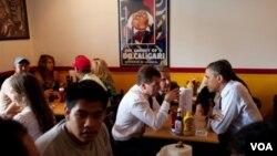 Los presidentes Medveded y Obama compartieron un almuerzo informal tras su reunión en la Casa Blanca.