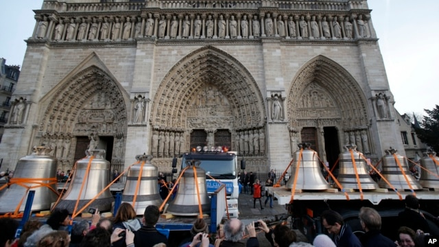 Onlookers witness the delivery of Notre Dame's new bells, Paris, January 31, 2013.