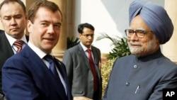 Russian President Dmitry Medvedev, left, and Indian Prime Minister Manmohan Singh shake hands before talks in New Delhi, 21 Dec 2010
