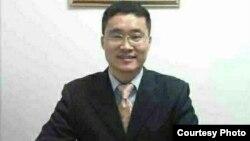维权律师唐荆陵获释后寄语美国之音听众