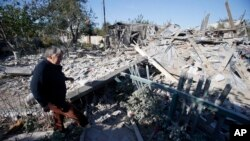 29일 우크라이나 동부 도네츠크에서 포격으로 파괴된 주택.