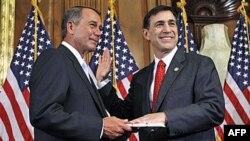 Novi predsedavajući Predstavničkog doma, republikanac Džon Bejner i njegov stranački kolega Darel Isa
