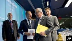 """Chủ tịch Liên minh Châu Âu Donald Tusk (thứ hai từ bên phải) nói rằng thỏa thuận mới có """"những điều kiện nghiêm ngặt,"""" nhưng cũng đưa Hy Lạp """"trở lại đúng đường với các đối tác Châu Âu""""."""