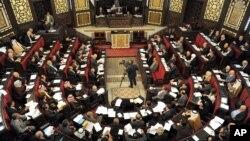 نمایندگان مجلس سوریه برای رای دادن به قانون جدید انتخابات در مجلس گرد امده اند. دمشق، سه شنبه ۱۱ مارس ۲۰۱۴