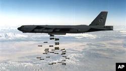 """美國的B-52轟炸機星期二將在朝鮮半島附近進行""""訓練飛行""""。(美國國防部資料圖片)"""