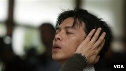 Reaksi vokalis Indonesia Nazril Ariel dari grup band Peterpan setelah dijatuhi hukuman 3.5 tahun penjara.