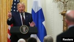 Predsednik SAD Donald Tramp odgovara na pitanja tokom zajedničke konferencije za novinare sa predsednikom Finske (Foto: Reuters/Leah Millis)