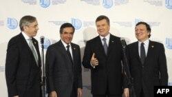 Міжнародні учасники донорської конференції разом з президентом Януковичем