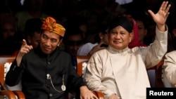 Presiden Joko Widodo dan Prabowo Subianto saat menghadiri peresmian dimulainya kampanye Pilpres di kantor KPU di Jakarta 23 September 2018.