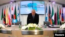 عبدالله البدری دبیرکل اوپک در کنفرانس خبری. وین، اتریش. ۴ دسامبر ۲۰۱۳.