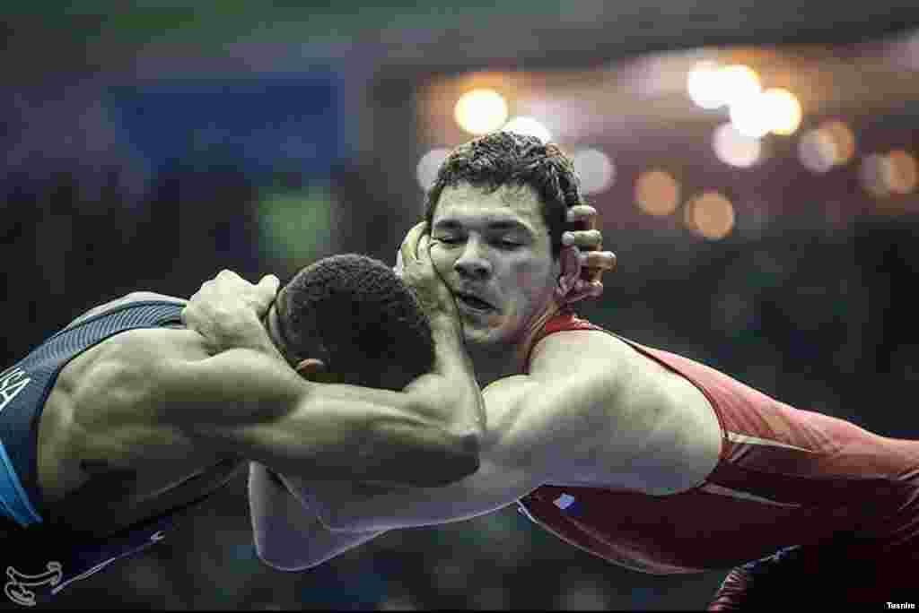 رقابت های جام جهانی کشتی آزاد در کرمانشاه عکس: مقداد مددی