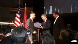 Këshilli Kombëtar Shqiptaro-Amerikan nderon ish kryeministrin britanik Toni Bler