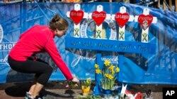 Los reconocimientos que honran a las víctimas de los atentados del maratón de Boston todavía continúan.