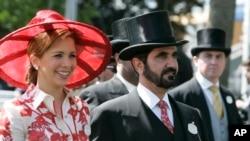 阿联酋酋长谢赫·穆罕默德·本·拉希德·阿勒马克图姆与王妃哈雅出席英国皇家赛马会。(2008年6月19日)