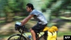 Chàng trai gốc Việt đạp xe vòng quanh thế giới vì môi trường