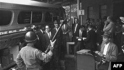 """""""Freedom Riders"""" konfrontojnë praktikat raciste në jug të SHBA"""