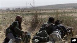 브레가에서 가다피 군을 공격하는 반군