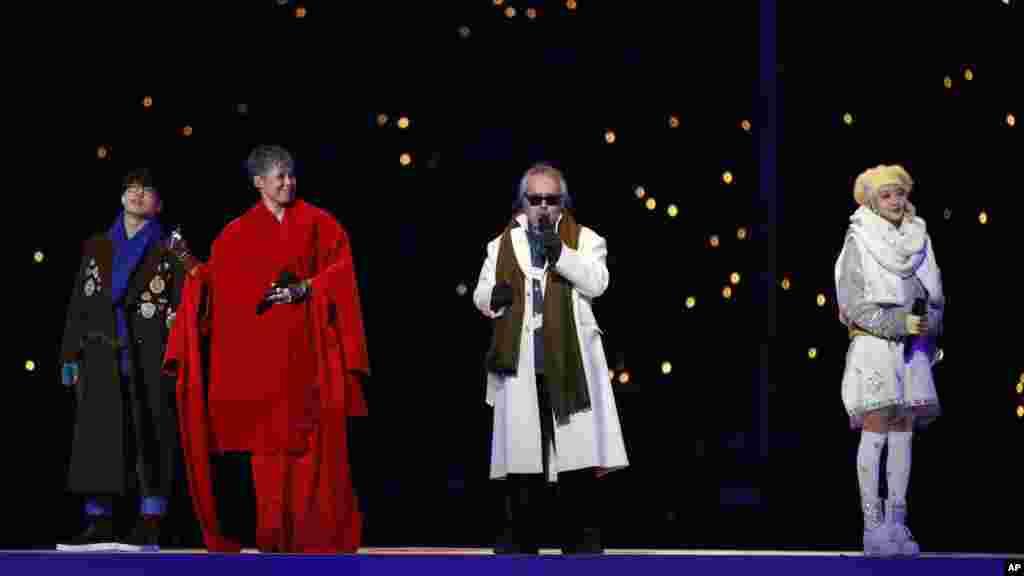 Des chanteurs lors de la cérémonie d'ouverture des Jeux olympiques d'hiver de 2018 à Pyeongchang, en Corée du Sud, le 9 février 2018.