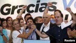 La oposición ganó dos tercios de los asientos del parlamento venezolano desbaratando la hegemonía que mantuvo el chavismo por 16 años.