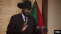 Presiden Sudan Selatan, Salva Kiir menolak seruan Uni Afrika dan PBB untuk menarik pasukan di perbatasan.