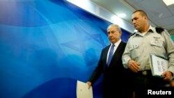 İsrail Başbakanı Benyamin Netanyahu (solda)