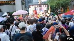 受天雨影響,民陣在7-1大遊行終點中環行人專區的集會未有「逼爆」中環