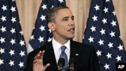 صدر اوباما اسٹیٹ ڈیپارٹمنٹ میں اہم پالیسی تقریر کرتے ہوئے۔