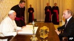 Зустріч Папи Римського та Володимира Путіна у листопаді 2013 року у Ватикані