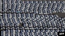 Des nouvelles Porsche sont garés à Leipzig, Allemagne, le 3 novembre 2015.