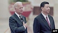Phó Chủ tịch Trung Quốc Tập Cận Bình và phó Tổng thống Hoa Kỳ Joe Biden tại Sảnh đường Nhân dân ở Bắc Kinh, ngày 18/8/2011
