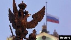 俄罗斯民族象征--双头鹰。