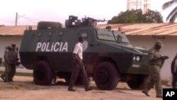 Blindado da polícia nas ruas de Nampula
