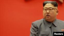 El líder norcoreano Kim Jong Un da declaraciones en una Conferencia del Partido de los Trabajadores de Corea (WPK), en Corea del Norte.
