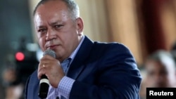 Diosdado Cabello piensa que una elección doble podría motivar a la oposición a participar en las elecciones del 22 de abril.