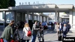 27일 부패 혐의로 체포된 국제축구연맹, 피파 고위 간부들이 체류한 스위스 취리히 호텔 앞에 취재진이 몰려있다.